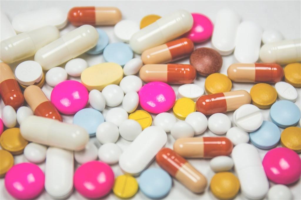 武漢肺炎疫情延燒,美國實驗性抗病毒藥物瑞德西韋被認為是可能有效的治療藥物。國衛院20日在總統蔡英文前往視察時宣布已完成瑞德西韋合成,純度達97%,有助促成台灣自造。(示意圖/圖取自Unsplash圖庫)