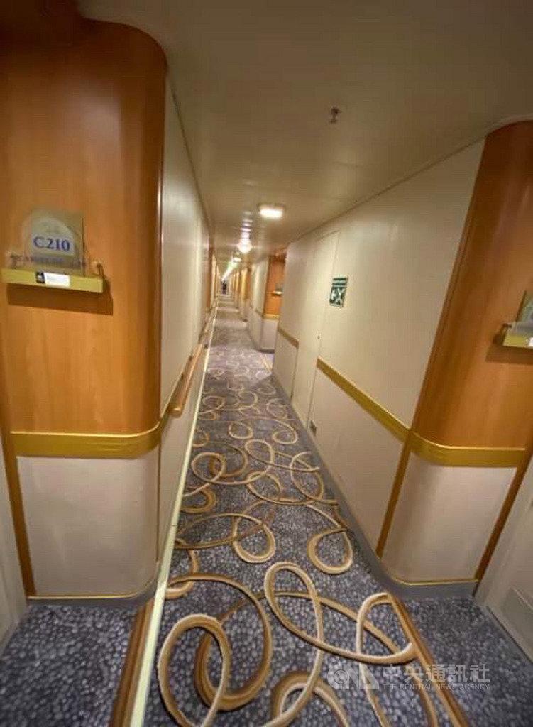 停泊橫濱港的鑽石公主號遊輪再添10例確診感染武漢肺炎病例,其中1人是60多歲的台灣女性。圖為船內照片。(讀者提供)中央社記者楊明珠東京傳真 109年2月6日