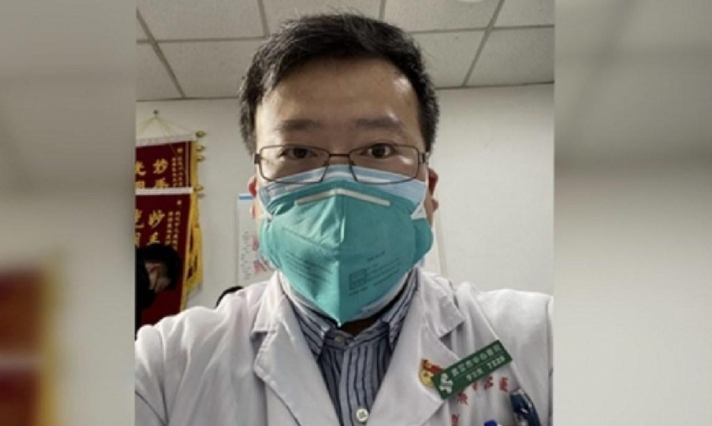 首先揭露武漢肺炎疫情的「吹哨人」、醫生李文亮(圖)7日晨病逝後,中國網上掀起討論聲浪,網友哀悼的同時也發聲要求反思當前言論自由的監管標準。(檔案照片/眾新聞提供)