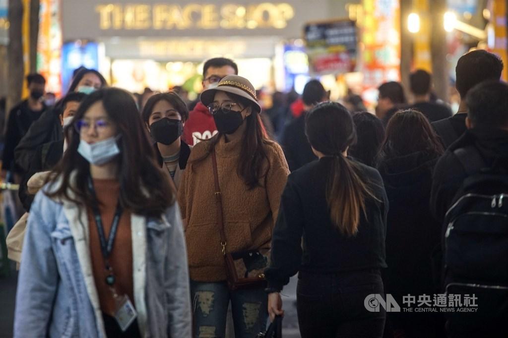 國內出現首例無症狀武漢肺炎病例,引發關注。圖為台北街頭民眾戴口罩。(中央社檔案照片)