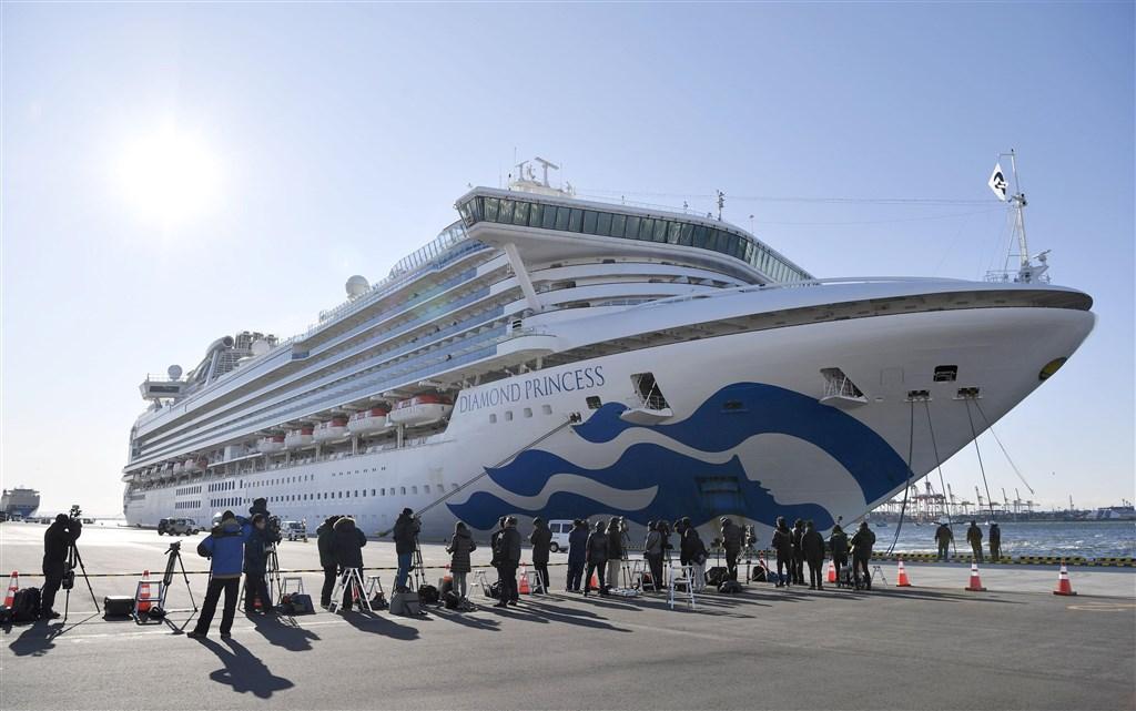 日本政府厚生勞動省9日公布,鑽石公主號新增6人確診,包括一名旅客及5名船組員。(共同社提供)