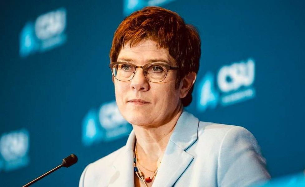 德國執政黨基督教民主黨一場黨內領袖會議的參與者表示,針對黨魁康坎鮑爾(圖)決定不在2021年聯邦大選角逐總理大位,總理梅克爾感到遺憾。(圖取自facebook.com/Annegret.KrampKarrenbauer)