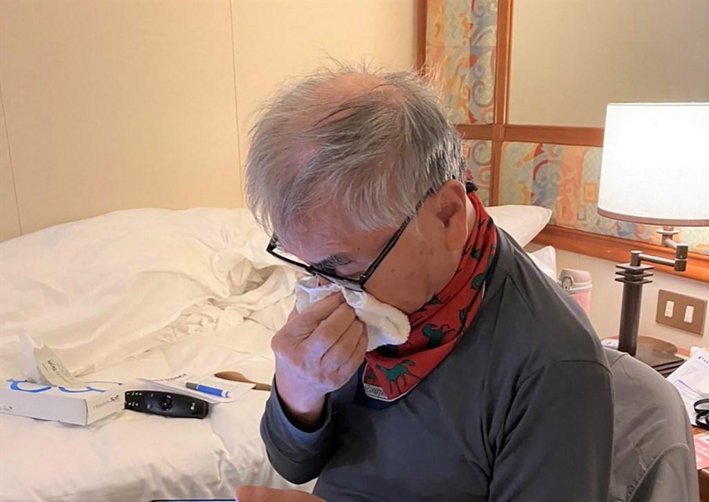 鑽石公主號停泊在日本橫濱港碼頭外防疫隔離,累計有135人確診感染武漢肺炎病毒,船上約20名台灣人盼早日下船。10日咳嗽咳血的85歲台灣男士11日流鼻血。(家屬提供)中央社記者楊明珠東京傳真 109年2月11日