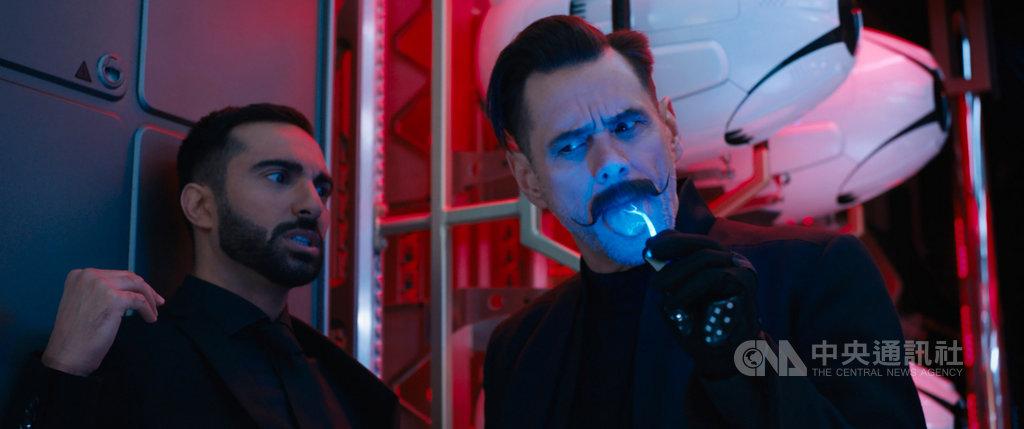 電玩「音速小子」將推出同名改編電影,請來喜劇明星金凱瑞(Jim Carrey)(右)在片中以滑稽的翹鬍子造型,詮釋智商超過300的邪惡反派「蛋頭博士」。(UIP 提供)中央社記者洪健倫傳真 109年2月12日