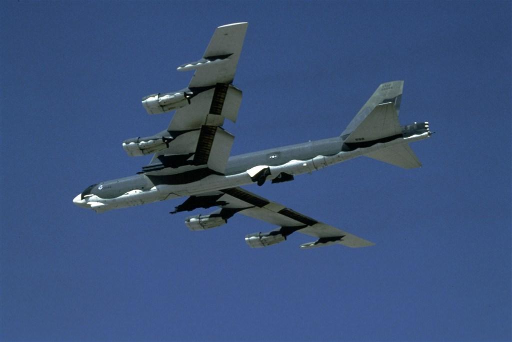 國防部12日下午證實,除了MC-130J特戰運輸機,另有兩架美軍B-52轟炸機沿台灣東部空域飛行,呈現台灣東、西兩側空域均有美軍機巡弋的罕見兵力配置。圖為B-52同機型軍機。(圖取自美軍網頁www.af.mil)