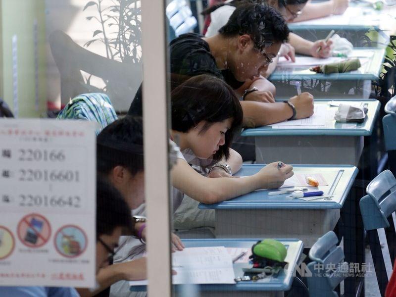 因應武漢肺炎疫情蔓延,大考中心將7月舉辦的大學指定科目考試(指考)延期至7月3日到5日。(中央社檔案照片)