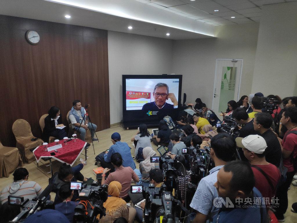 來自中國武漢的遊客近期到峇里島旅遊返回中國後,確診武漢肺炎。印尼衛生部疾病管制及預防局秘書長艾瑪德13日透過視訊記者會表示,印尼正在追查他的身分。中央社記者石秀娟雅加達攝 109年2月13日