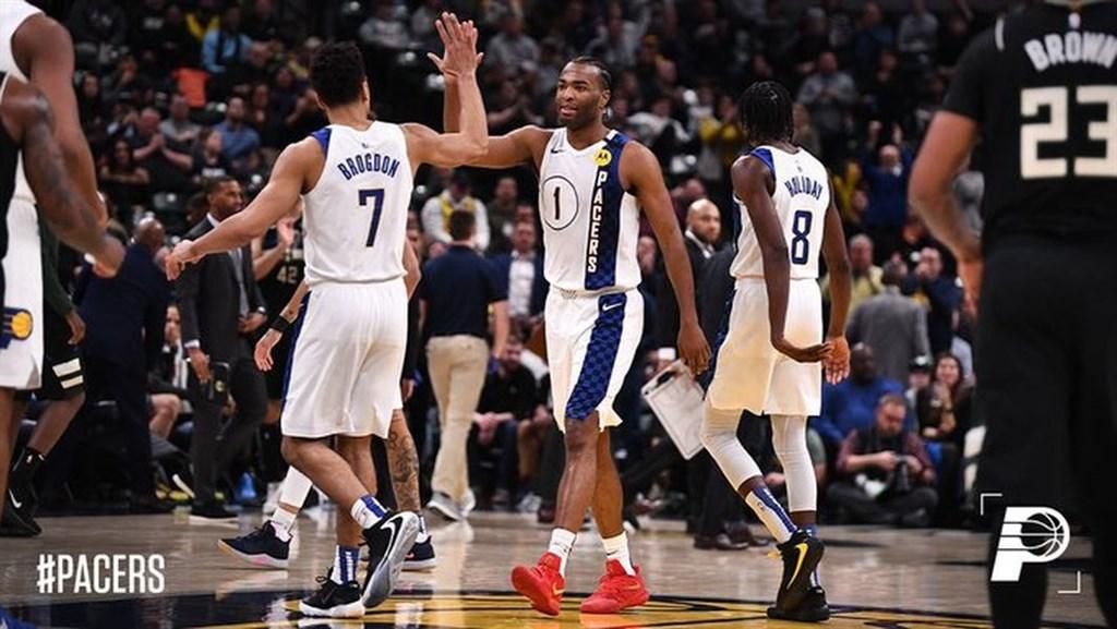 NBA印第安納溜馬前鋒華倫(前中)12日飆出35分,率隊以118比111擊退缺少大將「字母哥」安特托昆博的密爾瓦基公鹿。(圖取自twitter.com/pacers)