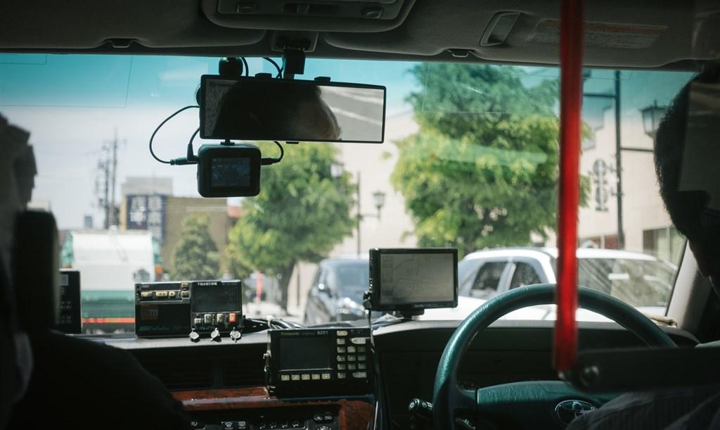 日本放送協會報導,東京都內一名男性計程車司機,13日確認感染武漢肺炎。(示意圖/圖取自PAKUTASO圖庫)