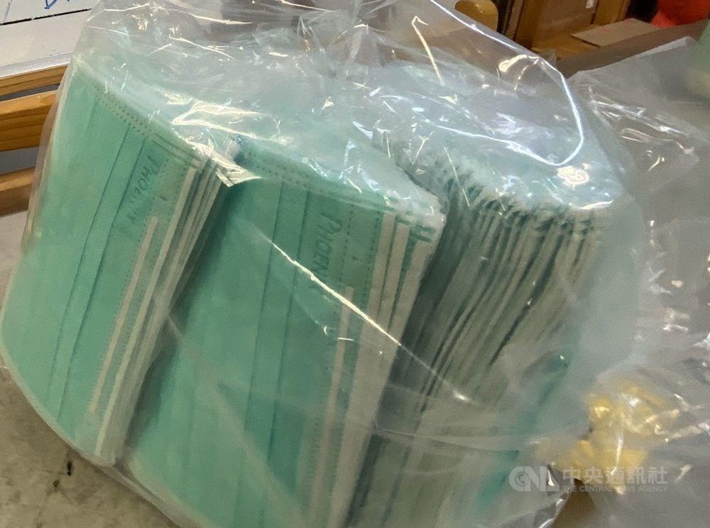 武漢肺炎疫情持續在中國蔓延,台北關13日查獲一名前往上海台商,超帶1959片口罩,先是托運行李夾帶被發現,出境安檢時再度被查獲隨身行李也超帶,創口罩禁令發布以來、旅客超攜最大案。(示意圖/中央社檔案照片)