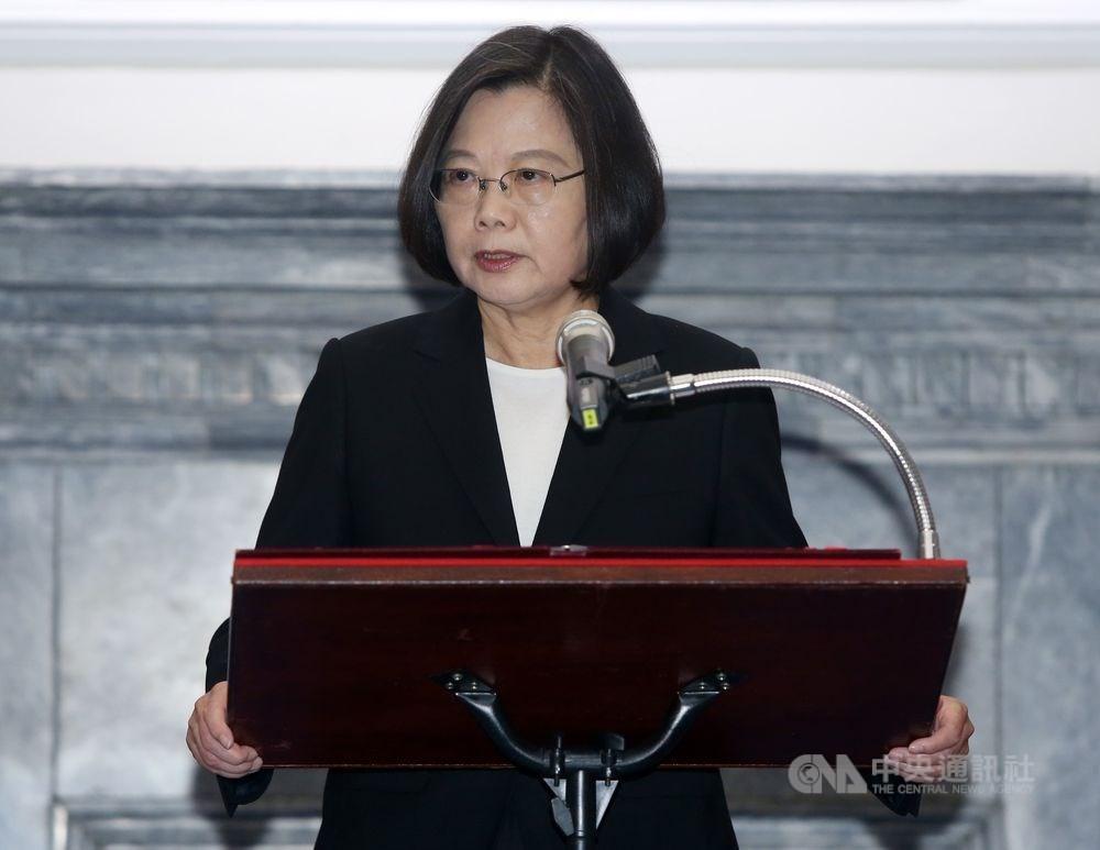 菲律賓14日將召開內閣會議,確定是否將台灣納入旅行禁令。總統蔡英文表示,若是政治考量,要請菲律賓三思,台灣不能容忍這樣的事情,也必然會有相應的處理。(中央社檔案照片)