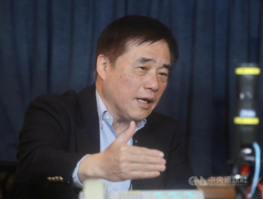 國民黨主席候選人、前台北市長郝龍斌14日在台北接受飛碟電台專訪,暢談參選黨主席的理念及對黨務改革的想法。中央社記者張皓安攝  109年2月14日