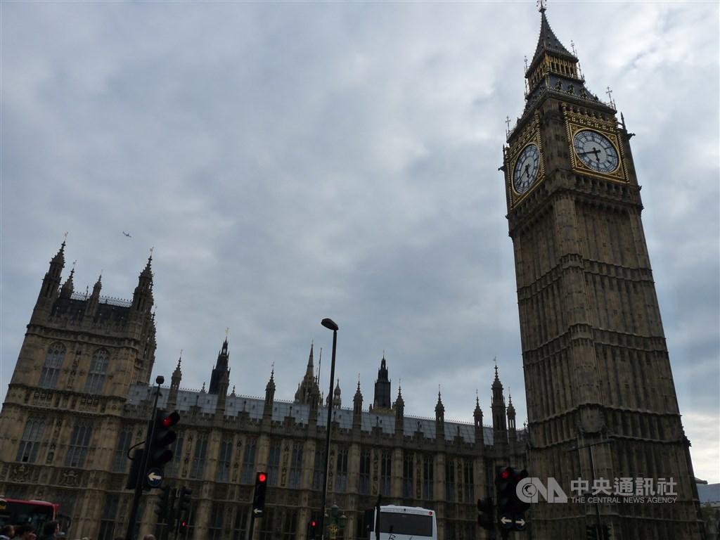 英國國會13日表示,倫敦標誌性建築大笨鐘鐘塔的維修費暴增數以百萬計英鎊。(中央社檔案照片)