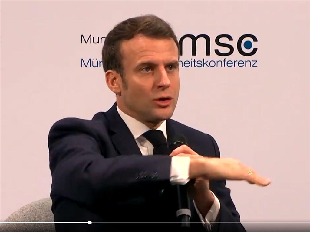 在美國國務卿蓬佩奧試圖擊退歐洲對跨大西洋團結力量逐漸衰弱的焦慮後,法國總統馬克宏(圖)15日警告「西方國家快撐不住了」。(圖取自twitter.com/MunSecConf)