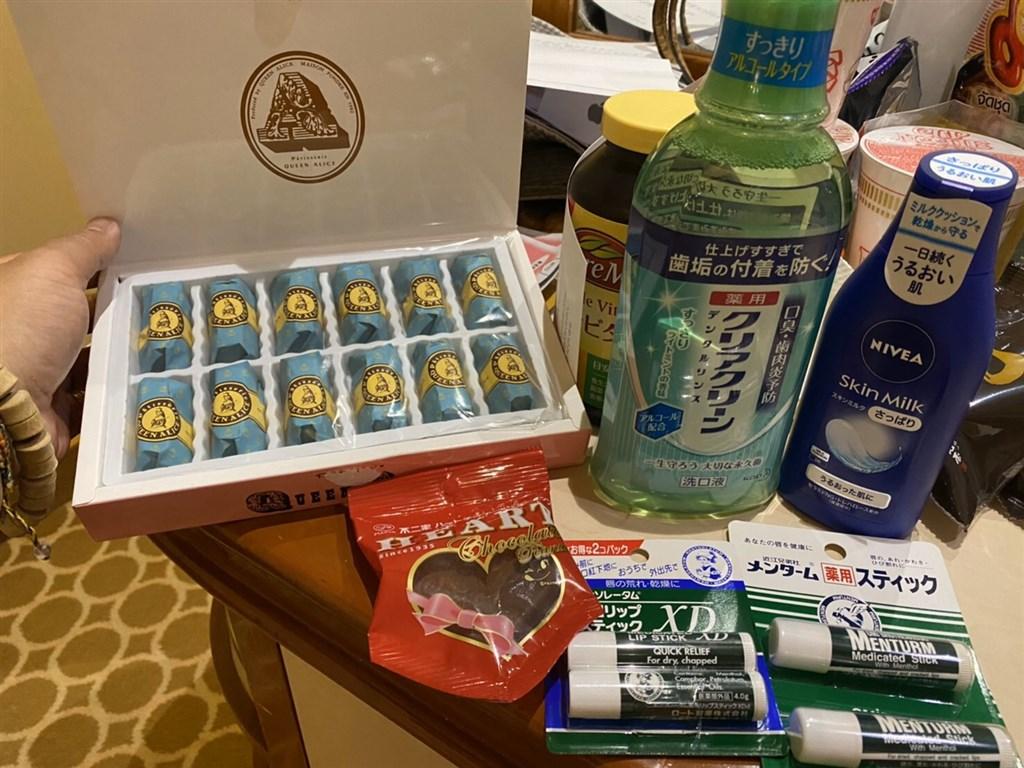駐橫濱辦事處準備乳液、護唇膏及漱口水等用品,14日寄達鑽石公主號,給在船上隔離的台灣人一人一包。(讀者提供)中央社橫濱傳真 109年2月15日