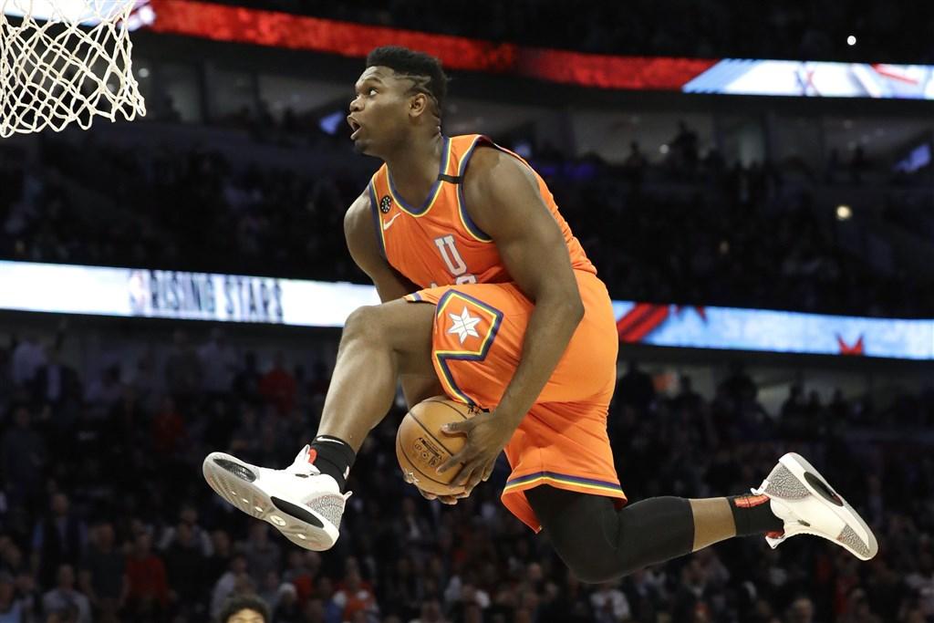 NBA明星賽系列活動的新秀挑戰賽,美國隊的威廉森頻頻演出強力灌籃轟炸籃框,最後克服半場落後逆境,以151比131擊敗世界隊。(美聯社)