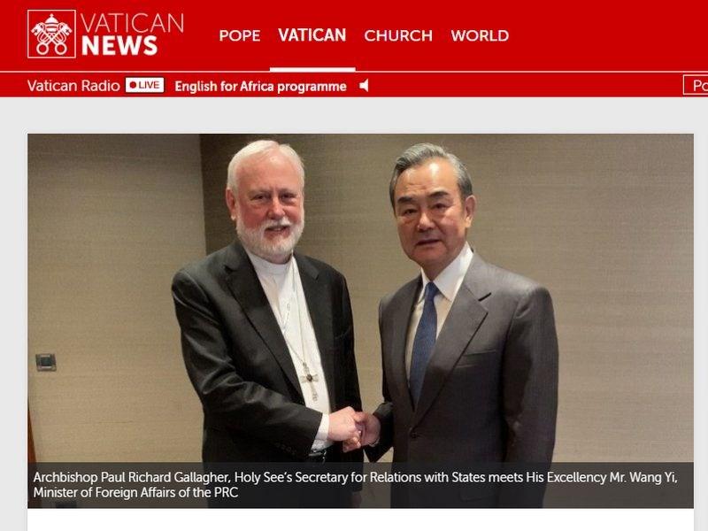 中國外長王毅(右)14日利用出席慕尼黑安全會議時,和教廷外長蓋拉格(左)會晤。這次會面據信是雙方數十年以來最高層級的官方接觸。(圖取自梵蒂岡新聞網頁vaticannews.va/en)