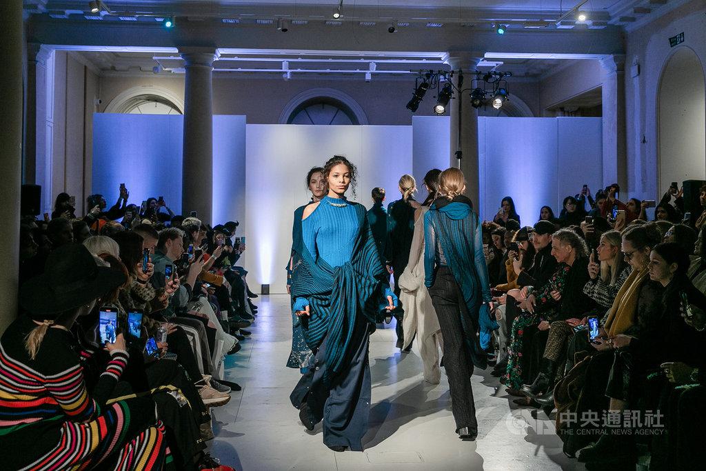 台灣新銳設計師高元龍和李毓瑋創辦的服裝品牌Syzygy於15日在倫敦發表新作「水星凌日」,獲廣大迴響。(Syzygy提供)中央社記者戴雅真倫敦傳真 109年2月16日