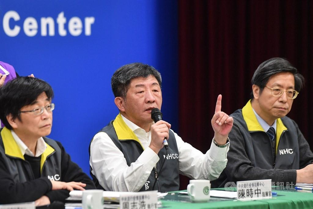 台灣爆發武漢肺炎首例社區感染病例,疫情中心指揮官陳時中16日表示,將視疫調結果再做決定,目前暫不調整防疫建議,呼籲做好個人防護、少搭飛機。中央社記者林俊耀攝 109年2月16日