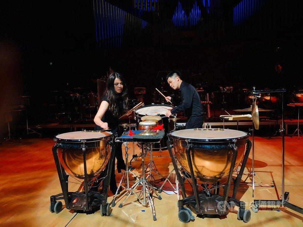 應擊樂脈動藝術節之邀,朱宗慶打擊樂團前進丹麥演出,音樂會上樂團共帶去7首兼具東西方特色的曲目,都獲得如雷掌聲。(朱宗慶打擊樂團提供)中央社記者趙靜瑜傳真 109年2月17日
