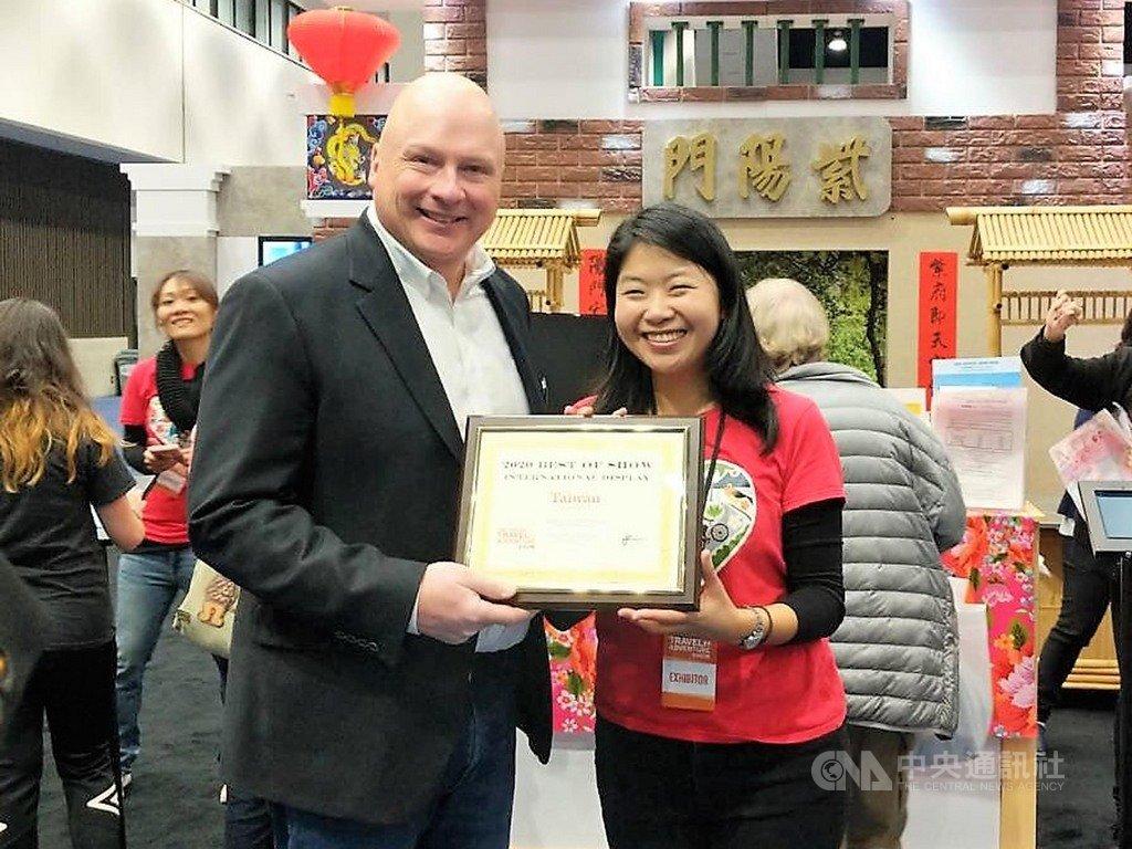 交通部觀光局在洛杉磯旅遊暨冒險展設置台灣館,在323個攤位中獲頒最佳國際展館獎。中央社記者林宏翰洛杉磯攝 109年2月17日