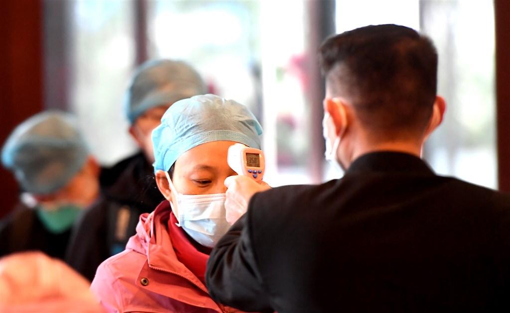 中國媒體傍晚證實,武漢市17日針對武漢肺炎疫情,再度展開號稱「拉網式」的清查,為期3天。(檔案照片/中新社提供)