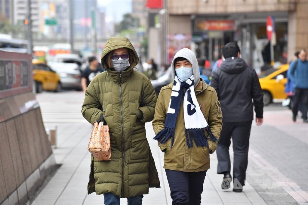 中央氣象局表示,寒流預計19日起減弱,氣溫逐漸回升。中央社記者王飛華攝 109年2月17日