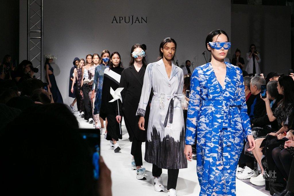 旅英設計師詹朴個人品牌APUJAN於17日在倫敦發表2020秋冬系列「雲的製造所」,融合復古與奇幻。(APUJAN 提供)中央社記者戴雅真倫敦傳真 109年2月18日