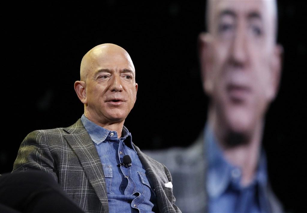 美國電子商務巨擘亞馬遜創辦人兼執行長貝佐斯宣布,將投入100億美元成立「貝佐斯地球基金」,幫助科學家和非政府組織對抗氣候變遷。(美聯社)