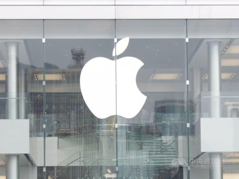 蘋果公司17日表示,武漢肺炎導致iPhone供貨吃緊、旗下產品在中國需求不振,本季營收將達不到原估水準。(中央社檔案照片)