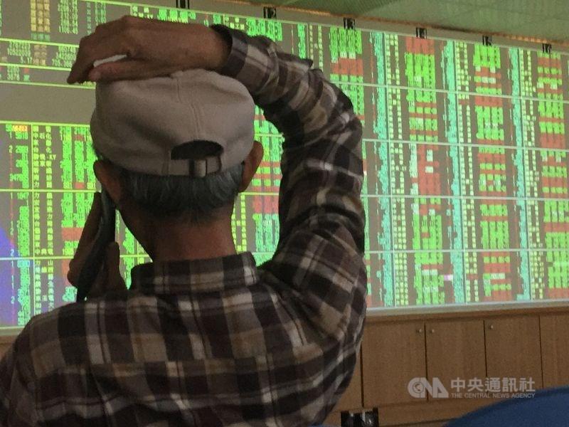台股18日開低走低,收盤跌114.53點,為11648.98點。(中央社檔案照片)