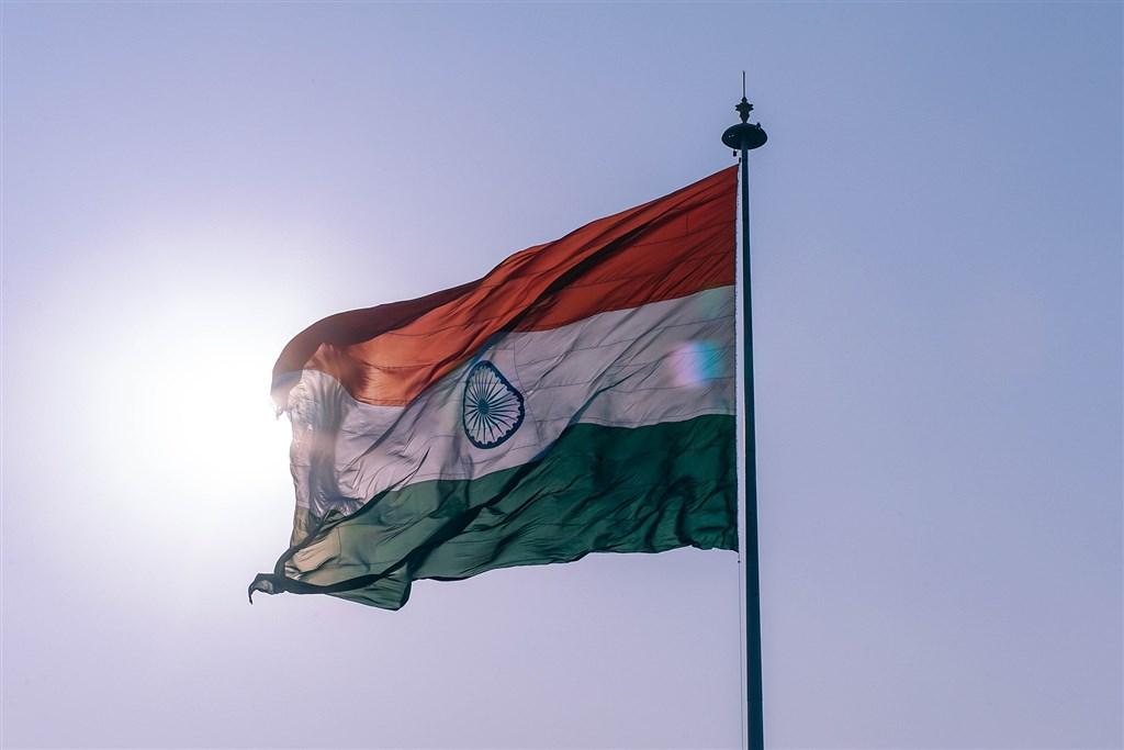 根據「世界人口綜述」最新報告,印度在2019年超過英國和法國,成為全球第5大經濟體。圖為印度國旗。(圖取自Pixabay圖庫)