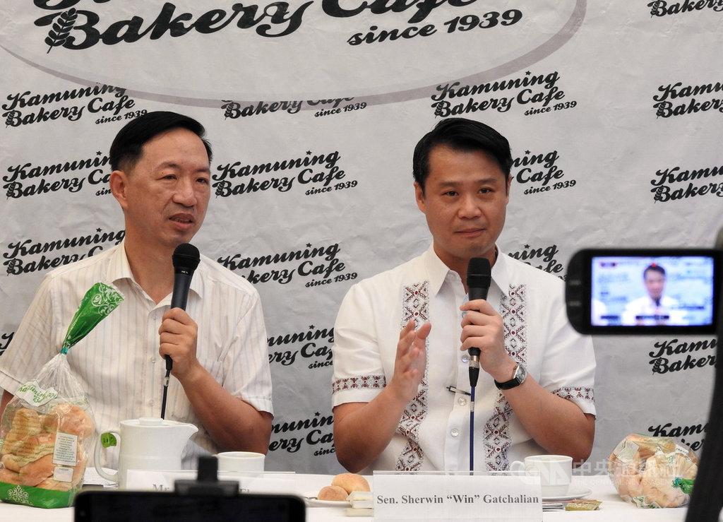 菲律賓華裔參議員張僑偉(右)20日說,近年來菲國博弈產業已發生巨大改變,若博弈業逃漏稅和犯罪情形未改善,必須考慮是否繼續允許博弈業在菲律賓營運。中央社記者陳妍君馬尼拉攝 109年2月20日