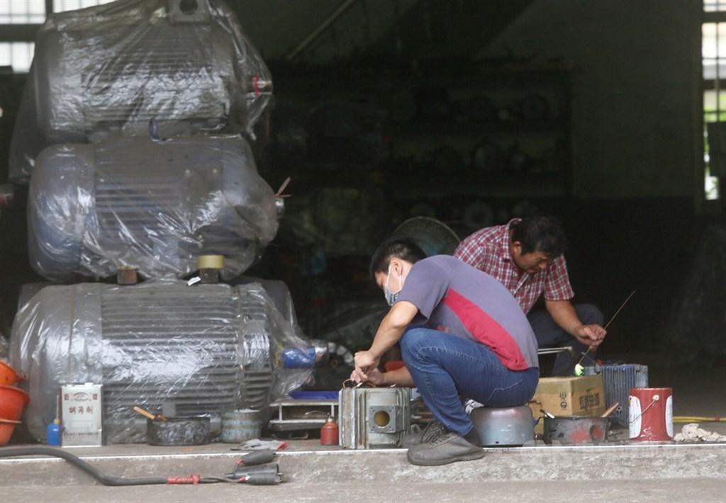 因應武漢肺炎疫情造成製造業衝擊,經濟部在紓困預算中加碼編列新台幣34.76億元,提出5項計畫。(中央社檔案照片)