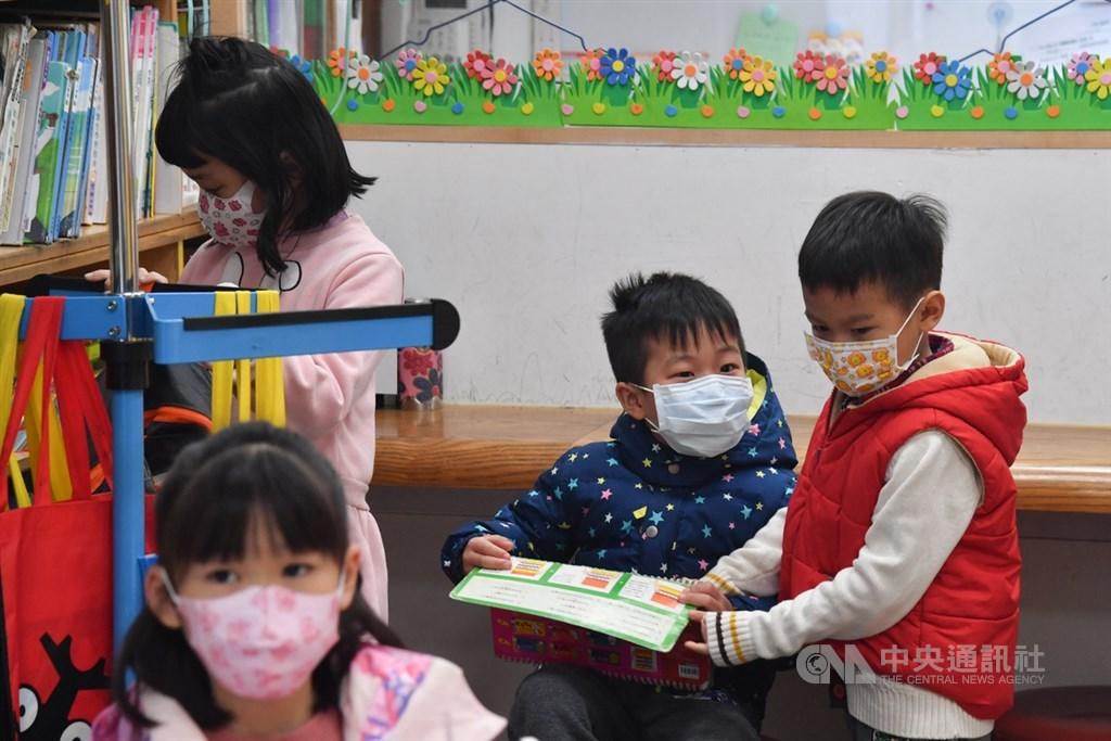 應武漢肺炎疫情,教育部20日公布停課標準,高中以下一班有一名師生被列為確定病例,就全班停課。(中央社檔案照片)