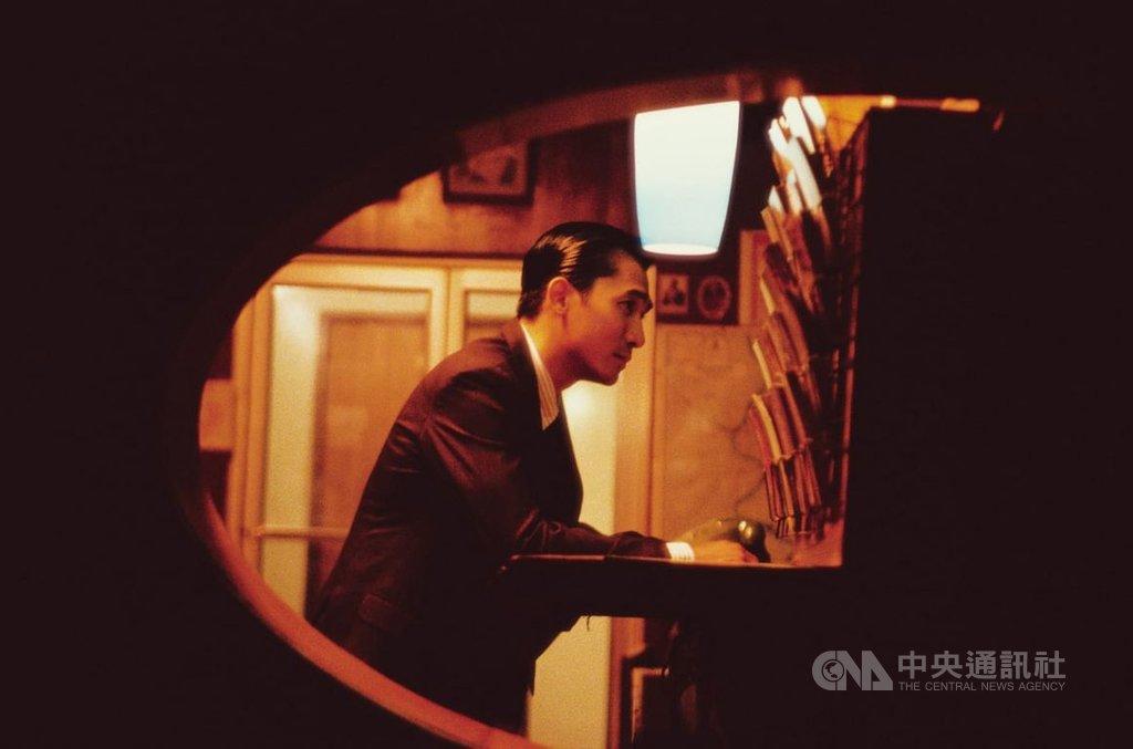 香港導演王家衛作品「花樣年華」由梁朝偉(圖)主演,電影4K修復版將重回坎城影展福地,5月20日在「坎城經典」的修復單元全球首映。(澤東影業提供)中央社記者鄭景雯傳真 109年2月21日
