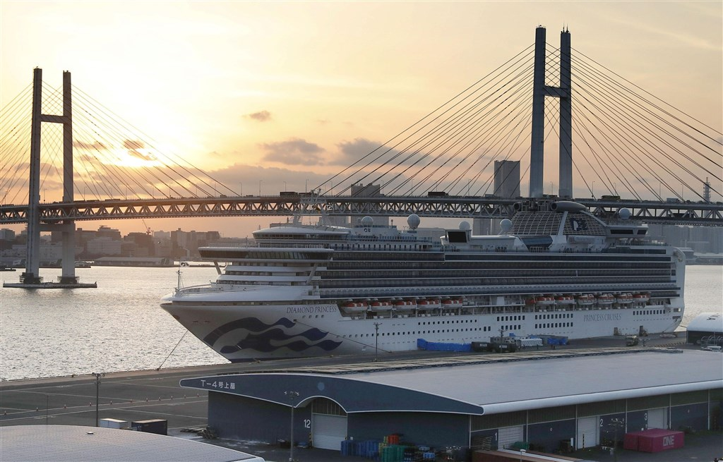 鑽石公主號一趟航程從1月20日啟航以來,到2月19日船上旅客陸續下船,至少有634人確診武漢肺炎。(共同社提供)