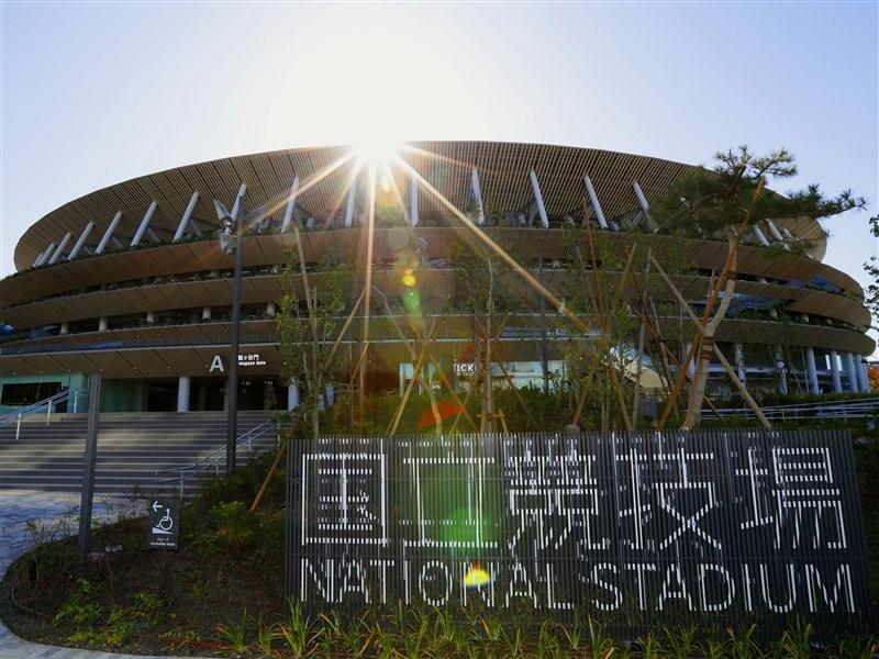 武漢肺炎疫情延燒,日本內閣官房長官菅義偉21日在記者會上強調,東京奧運會和帕拉林匹克運動會將如期舉行。圖為東京奧運與帕運主場館。(共同社提供)