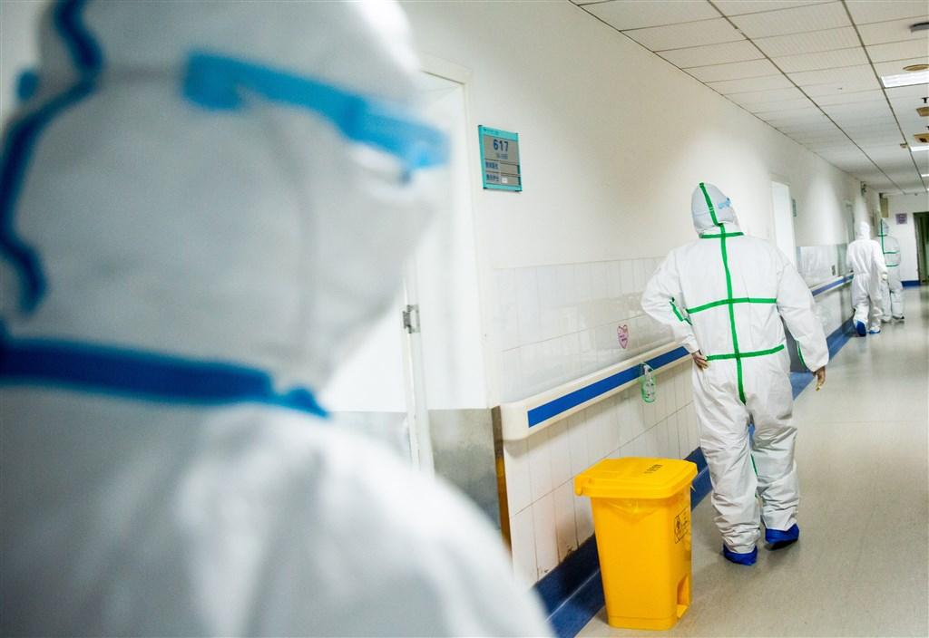 世界衛生組織(WHO)秘書長譚德塞宣布,正在中國考察的國際專家聯合小組22日將前往武漢。圖為武漢市紅十字會醫院隔離病區。(中新社提供)