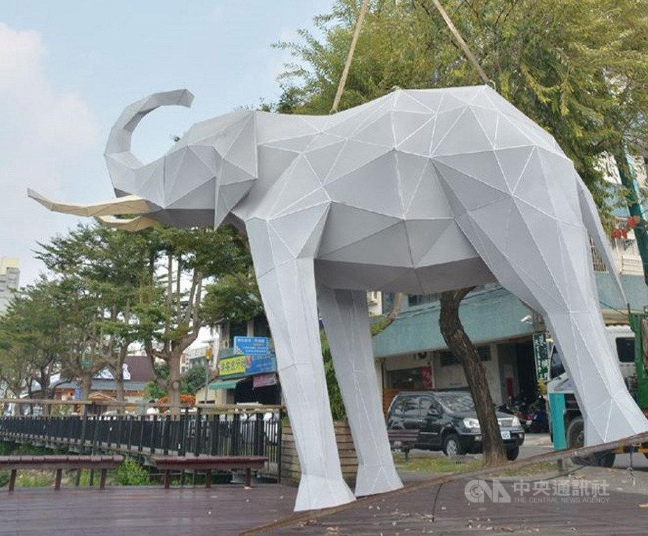 「2020屏東綵燈節」活動已結束,縣府22日將把9組動物燈組移至有百年歷史的屏東公園,重現公園往年的「動物園」光景。(屏東縣政府提供)中央社記者郭芷瑄傳真 109年2月22日