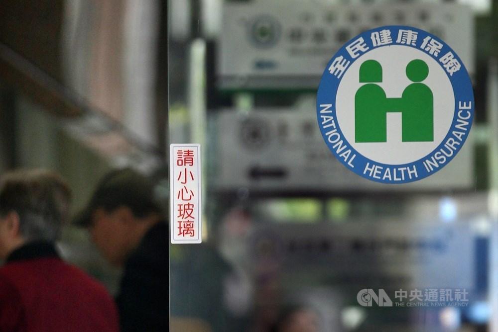 台灣基進立委陳柏惟23日表示,台灣應提供外籍人士醫療服務,讓其納入健保體系,但費率應和國人有別,納入資格也須從嚴審核。(示意圖/中央社檔案照片)