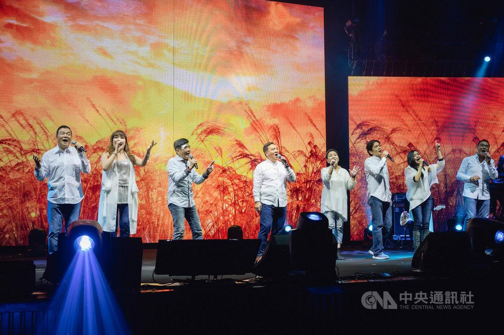 一年一度的「民歌高峰會」23日晚間在台北國際會議中心開唱,民歌歌手上台獻唱經典校園民歌,再現民歌風華。(寬宏藝術提供)中央社記者陳秉弘傳真 109年2月23日