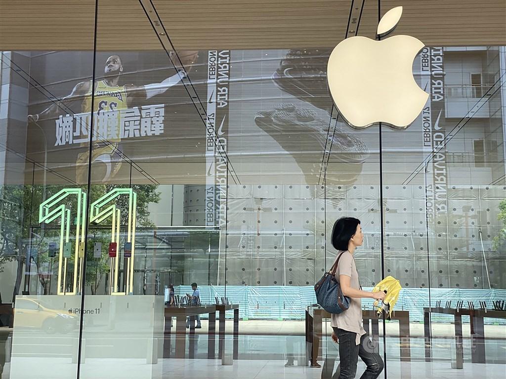 武漢肺炎疫情衝擊全球手機產業,蘋果已示警首季財測無法達標。因中國大陸部分城市封閉性管理,評估手機組裝業者2月營收恐受影響。(中央社檔案照片)