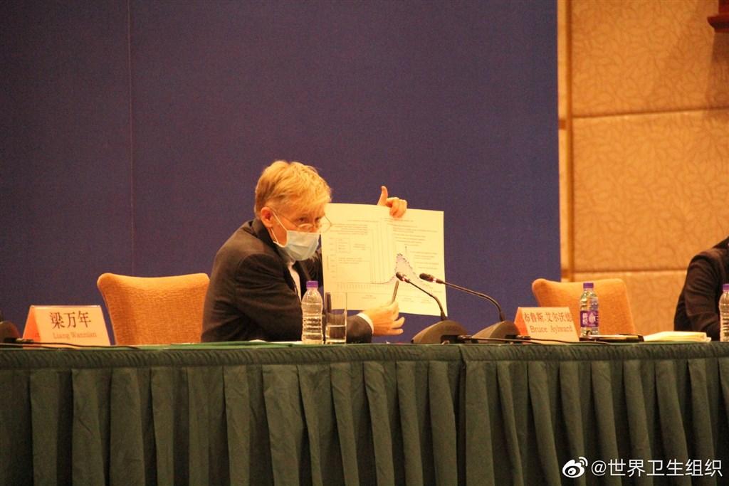 中國—世衛組織聯合專家考察組24日晚間表示,武漢肺炎新型冠狀病毒有武漢、湖北省內、省際及特殊場所人群等4類傳播途徑。圖為世衛專家組成員艾沃德(Bruce Aylward)。(圖取自世衛微博網頁weibo.cn/profile/5078700027)