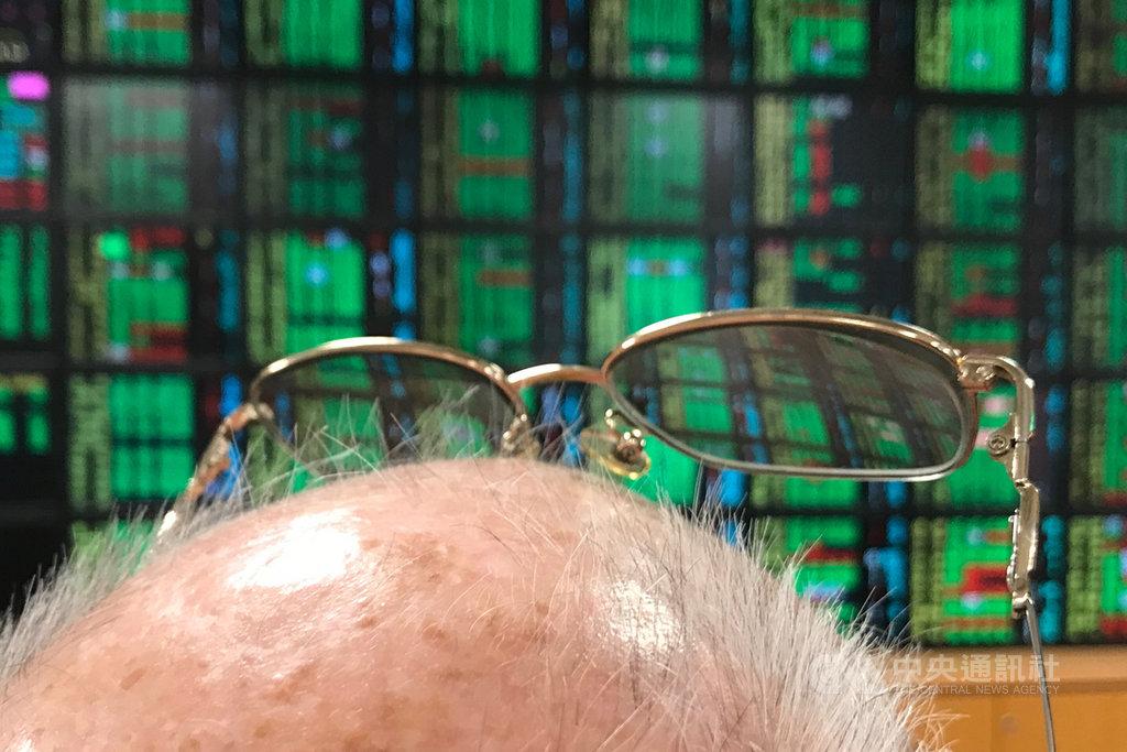 台北股市25日開低走高,收盤漲5.36點,為11540.23點,漲幅0.05%,成交金額新台幣1538.15億元。中央社記者徐肇昌攝 109年2月25日