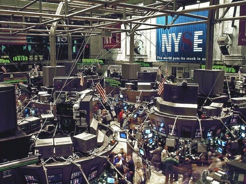 市場對武漢肺炎疫情打亂經濟成長的憂慮加深,美股24日與全球股市同陷頹勢,收盤狂跌。圖為紐約證券交易所大廳。(圖取自Pixabay圖庫)
