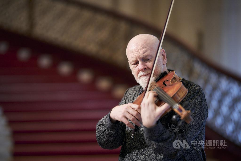 來自澳洲布里斯本的中提琴家兼作曲家布萊特.狄恩(Brett Dean),28日晚間將在台北與NSO國家交響樂團攜手演出,帶來他所創作的「中提琴協奏曲」。(NSO國家交響樂團提供)中央社記者趙靜瑜傳真 109年2月26日
