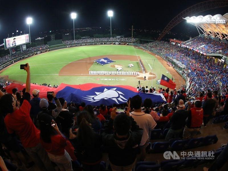 中華民國棒球協會25日證實,2021年經典賽其中一組預賽將在台中洲際棒球場舉行。(中央社檔案照片)