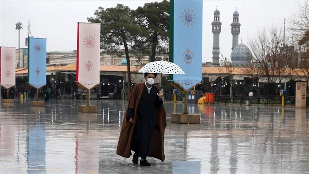伊朗衛生當局27日表示,目前伊朗武漢肺炎死亡人數增至26人。圖為伊朗民眾戴口罩防武漢肺炎。(安納杜魯新聞社提供)