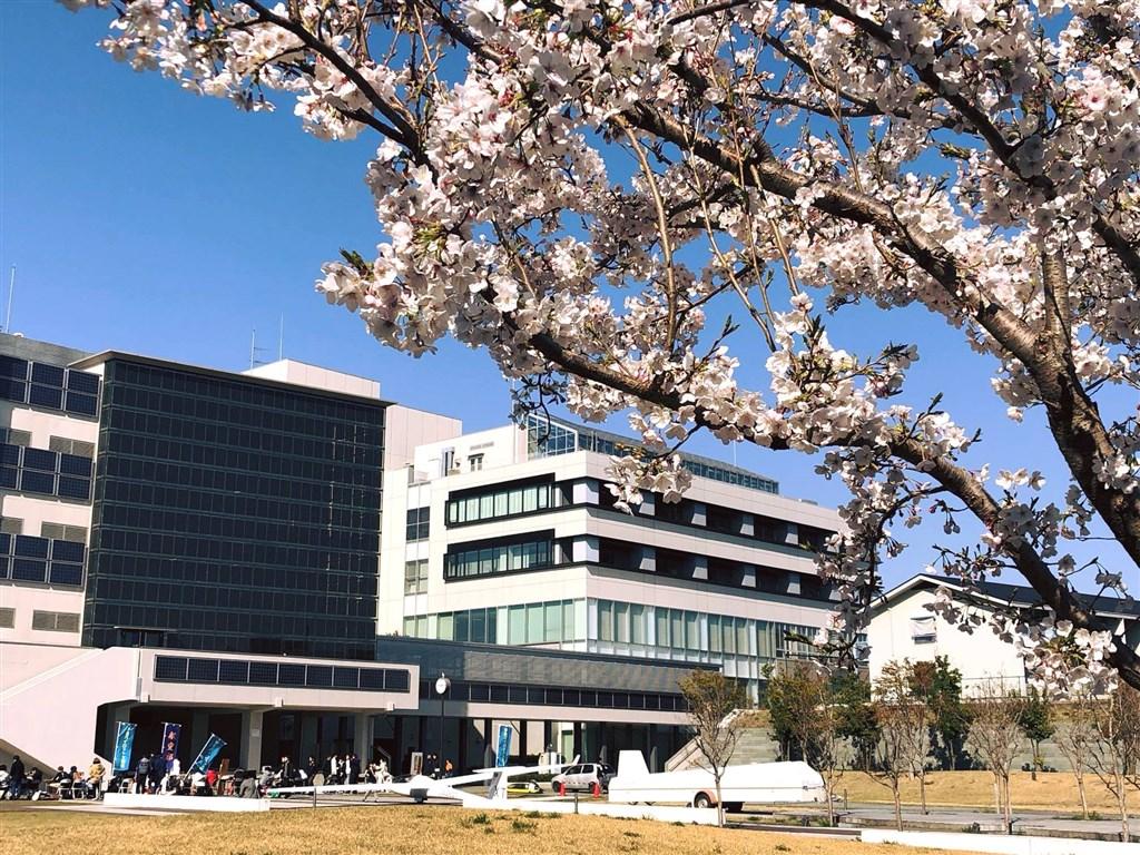 日本東京都內的法政大學為避免武漢肺炎疫情擴散,決定取消原訂3月24日在兩國國技館舉辦的畢業典禮。圖為法政大學校園一景。(圖取自facebook.com/HoseiUniversity)